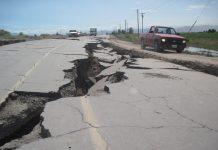 Carretera dañada por el terremoto el 4 de abril de 2010 en Mexicali.